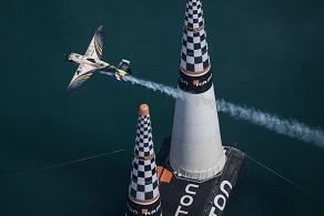 Először repültek Cannes felett a Red Bull Air Race pilótái